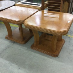Oak End Table - GENTLY USED FURNITURE