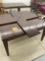 Dining Table w\/4 Arrow Leaves