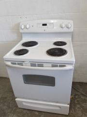 GENTLY USED GE Electric Stove