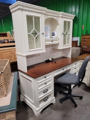 Aspen Home Desk with Hutch