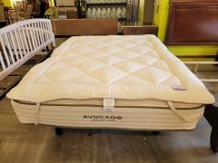 Queen Avacado mattress \/ Topper
